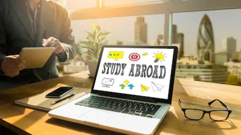 School abroad: How to search for schools abroad as an international student
