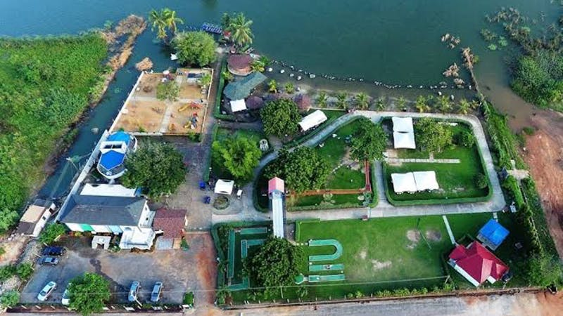 The Lakeside Marina Park is a great recreational park in Ghana