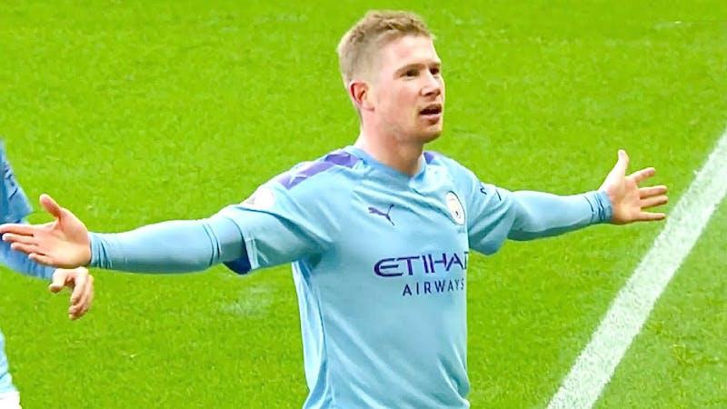 Kelvin De Bruyne celebrates his goal for City