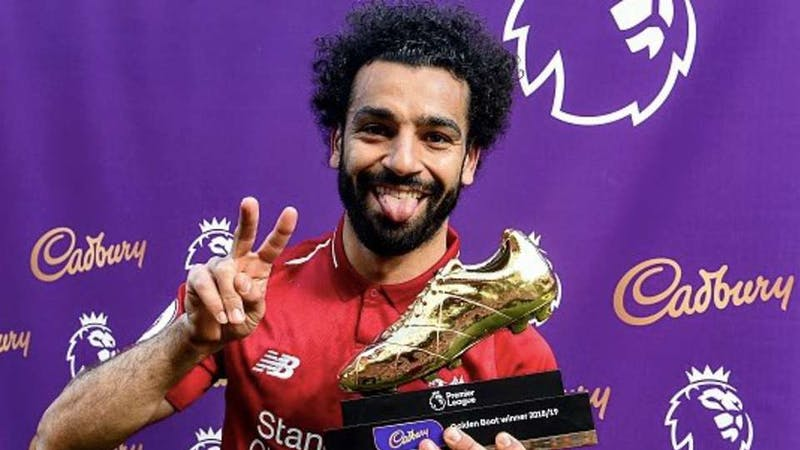 Mohammed Salah posing with the golden boot award for 2018/2019 Premier League Season