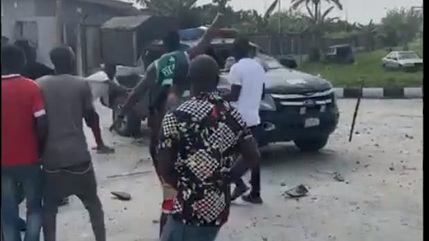 Angry youths burn Police van chasing after yahoo boy in Delta State