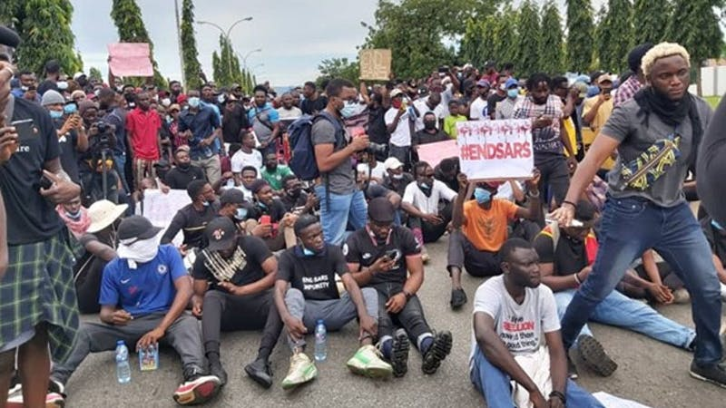 EndSARS protesters in Abia state pursue Nigerian soldiers