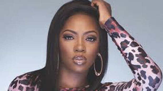 The popular Nigerian musician, Tiwa Savage, has taken to her social media account to slam a journalist, Motolani Alake over his opinion about her music career.