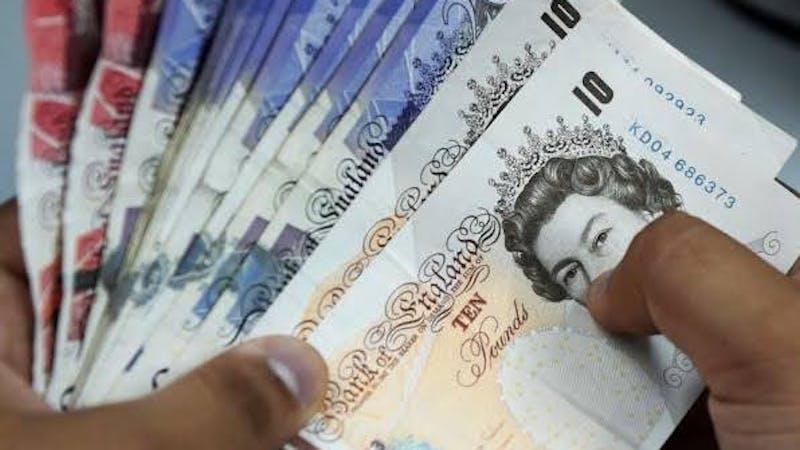 Naira falls to 620 against pound, euro increases