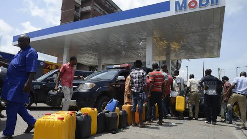 Nigerians queued to buy petrol from a petrol station