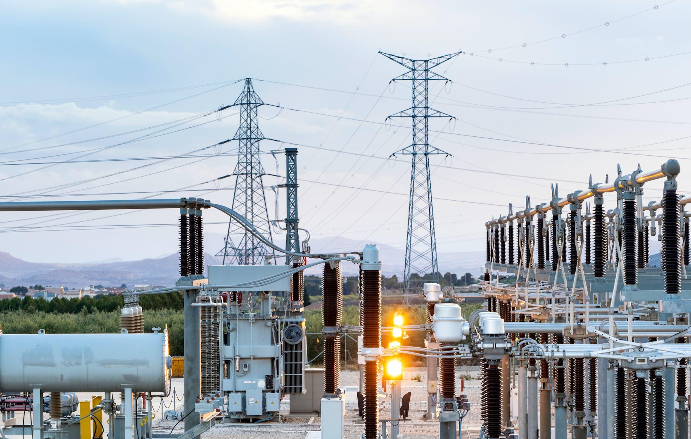Aufgerüstete Stromnetzte für die effiziente Übertragung und Verteilung von erneuerbarem Strom