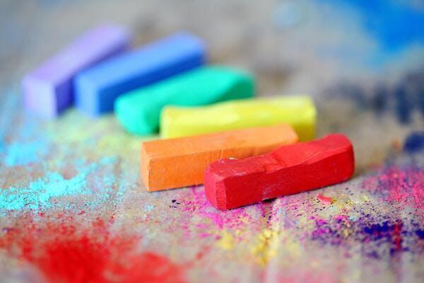 verschillende kleuren die verschillende mensen en achtergronden representeren