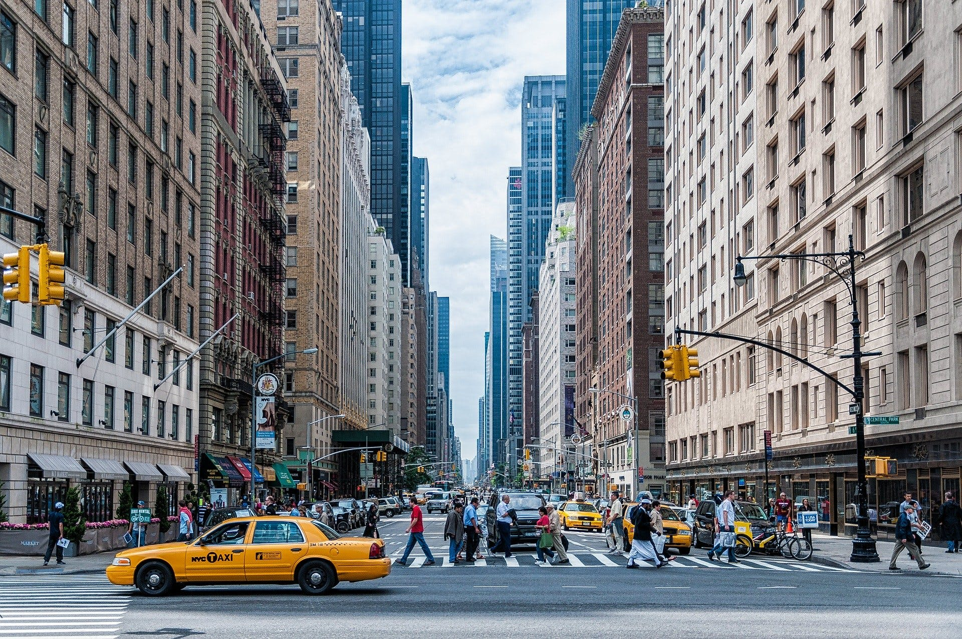 New York streets, buildings and a NYC yellow cab, photo by Pixabay
