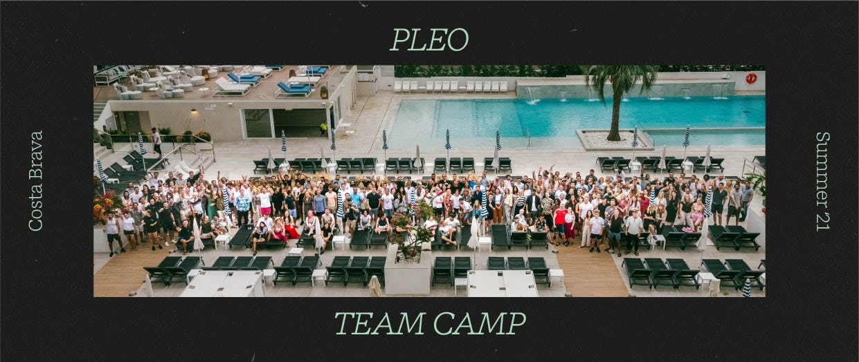 A group photo of Pleo employees