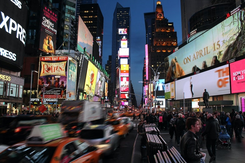 busy street with businesses, hedge fund trends