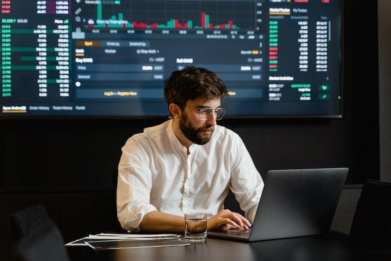 Data scientist using data on dashboard