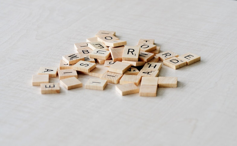 unsorted scrabble text pieces, structured vs unstructured data