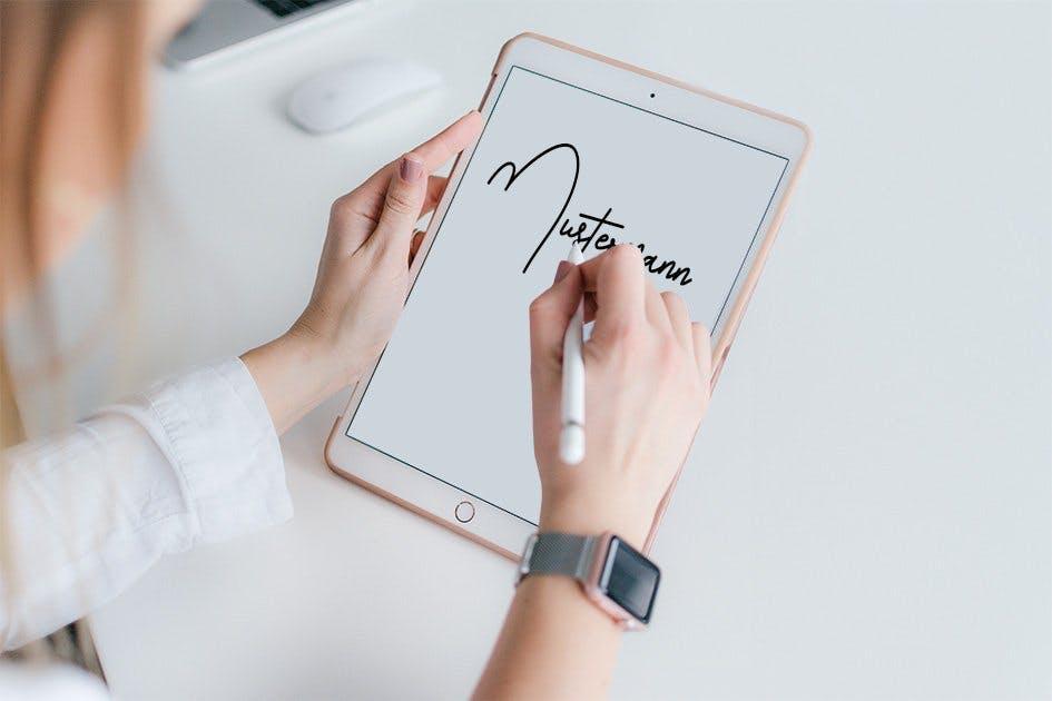 Das Unterschreiben auf einem Tablet-Computer hat nicht dieselbe Rechtsgültigkeit wie das Unterschreiben auf Papier. © Unsplash