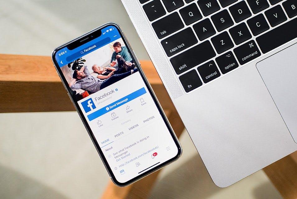 """Eine Firma kann ihre Arbeitsverträge mit einem """"Daumen-hoch"""" auf Facebook abschliessen lassen. © Unsplash"""