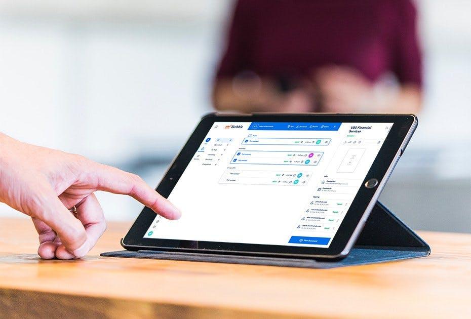 Mehrere Dokumente anwählen und gleichzeitig signieren. Kein Problem mit der E-Signing-Plattform von Skribble. © Unsplash