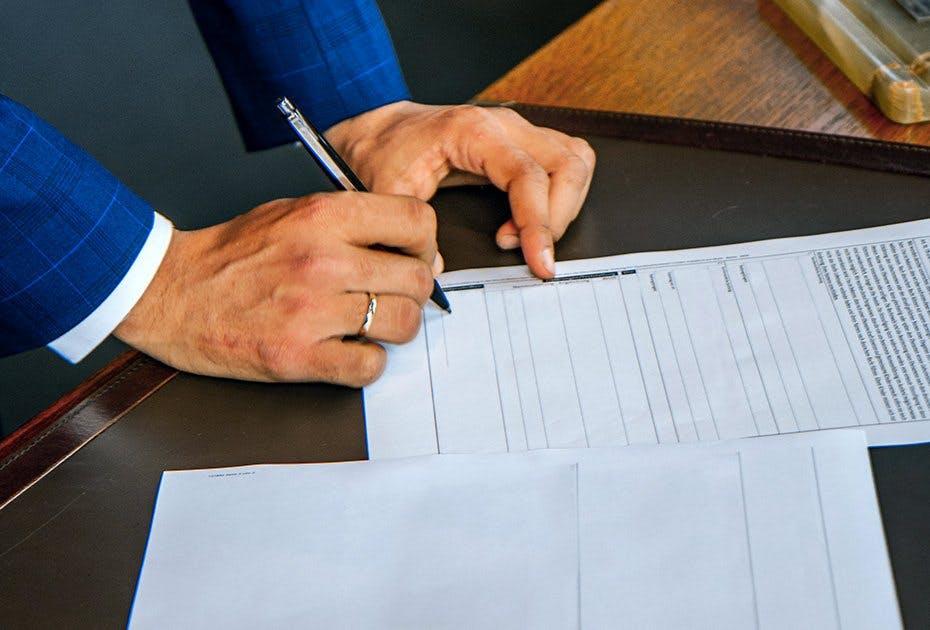 Der Ehevertrag gehört zu den wenigen Ausnahmen, die nicht digital abgeschlossen werden können. © Unsplash