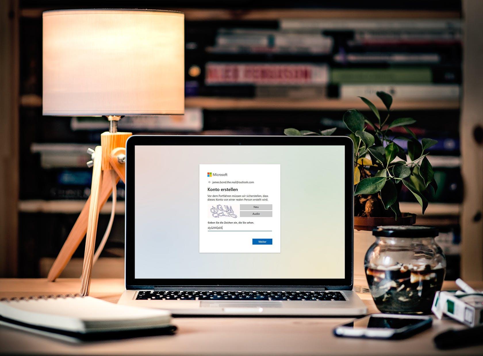 Microsoft überprüft beim Erstellen einer Outlook-E-Mail-Adresse lediglich mittels Zeichenerkennung, ob ich ein Mensch und keine Maschine bin. (Quelle: Skribble, © Unsplash)