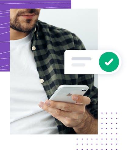 Ein Mann kann ohne zusätzliche Hardware auf seinem Mobile Phone elektronisch signieren.