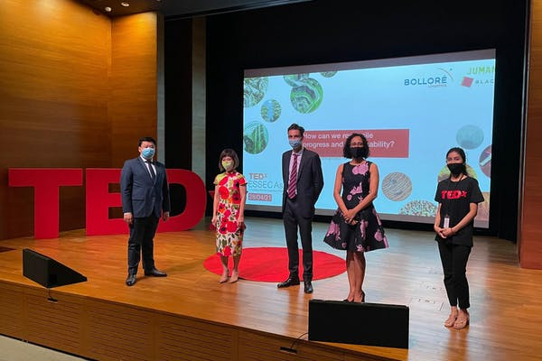 Oscar with other speakers at tghe TEDx event at National Gallery. Beside him is Dr Amy Khor.