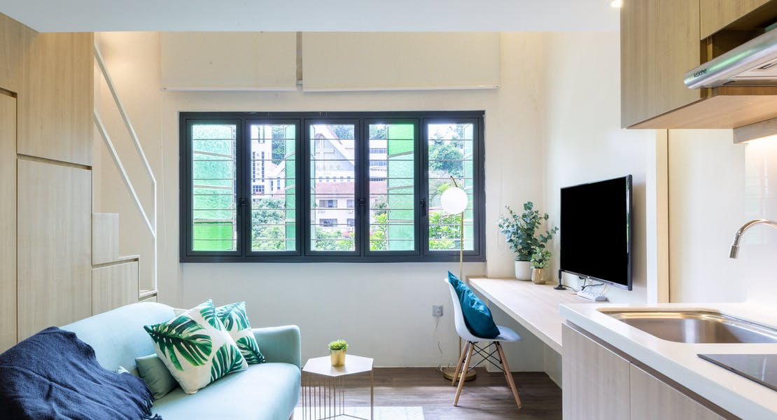 studio room with kitchen, sofa and TV