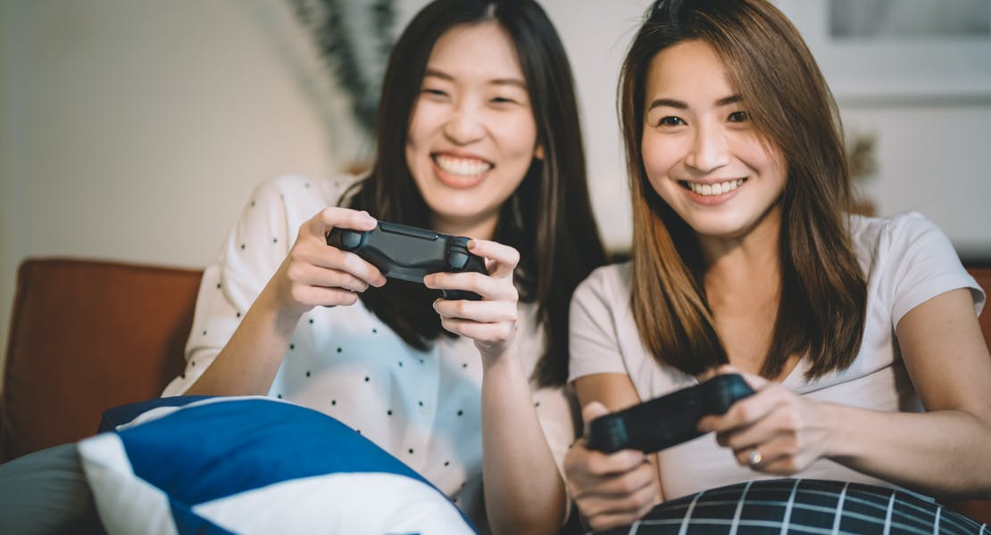 women playing games, playstation