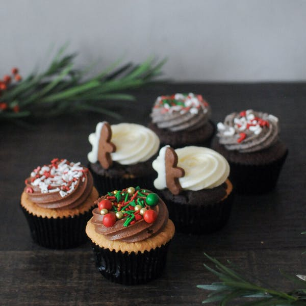 3 pairs of Christmas themed cupcakes on the table