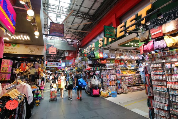 shp[s displaying bags, clothes along bugis street market