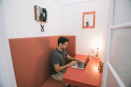 As nossas cabines proporcionam um espaço calmo para falares com a tua equipa ou os teus clientes. Sāo super confortáveis e ótimas para uma pequena sesta.