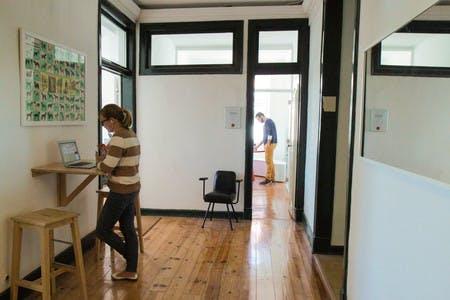 Temos imenso espaço para fazer chamadas - cabines e salas de reuniões as como as diferentes áreas comuns do Cowork Central