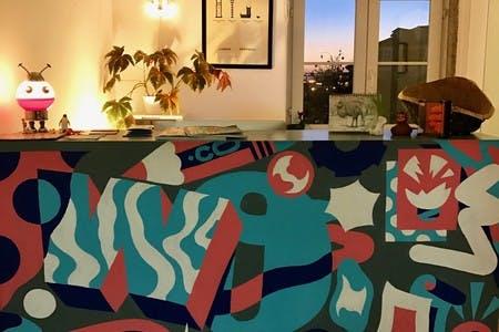 Mural da recepção desenhado por AKA Corleone da Underdogs Gallery
