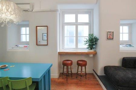 O nosso lounge/cozinha é o coração do nosso espaço de cowork - vem tomar um café ou planear um evento