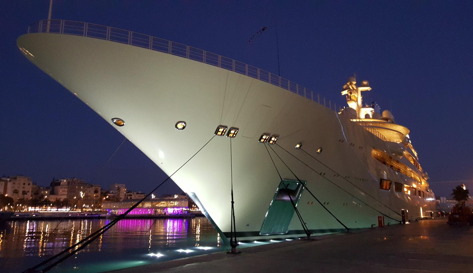 Yacht i Barcelonas havn © foxycoxy, Pixabay