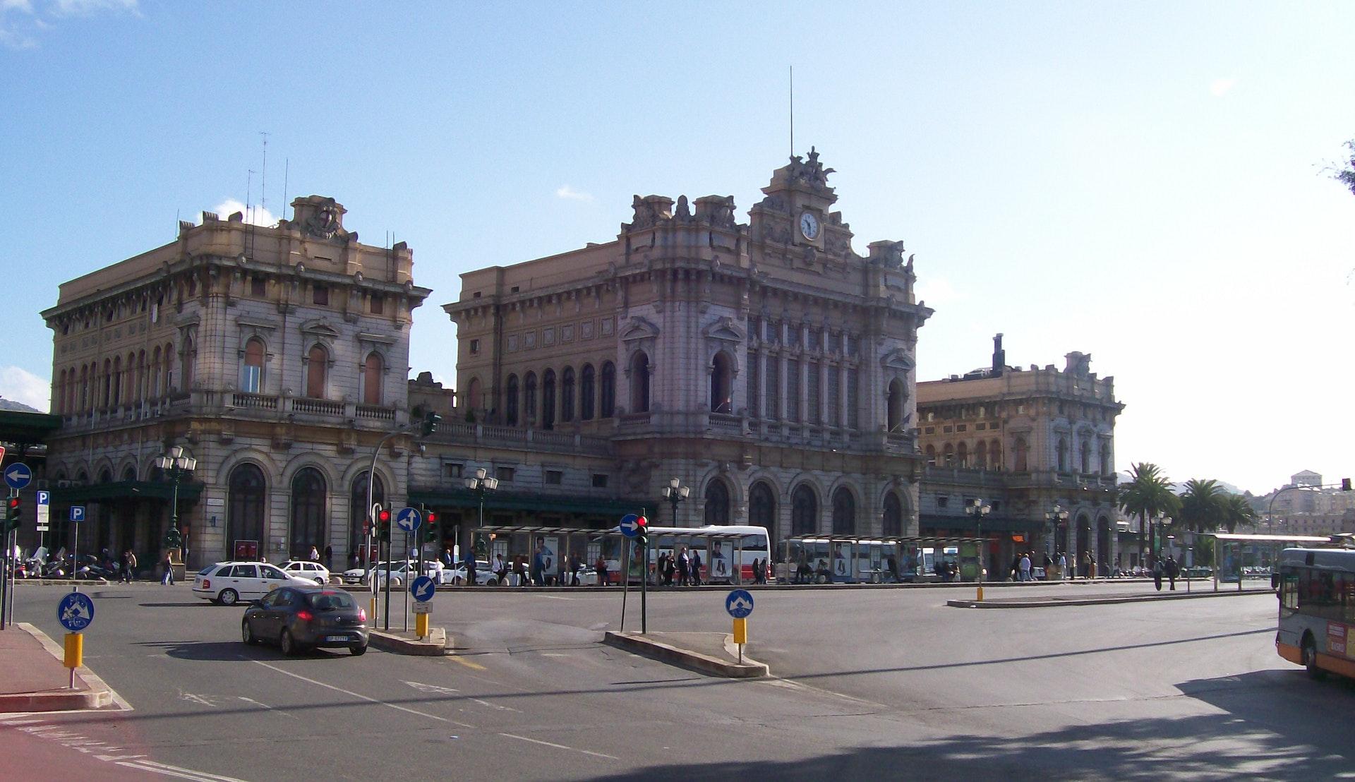 Genova Brignole togstasjon © Michele.V, Wikimedia Commons