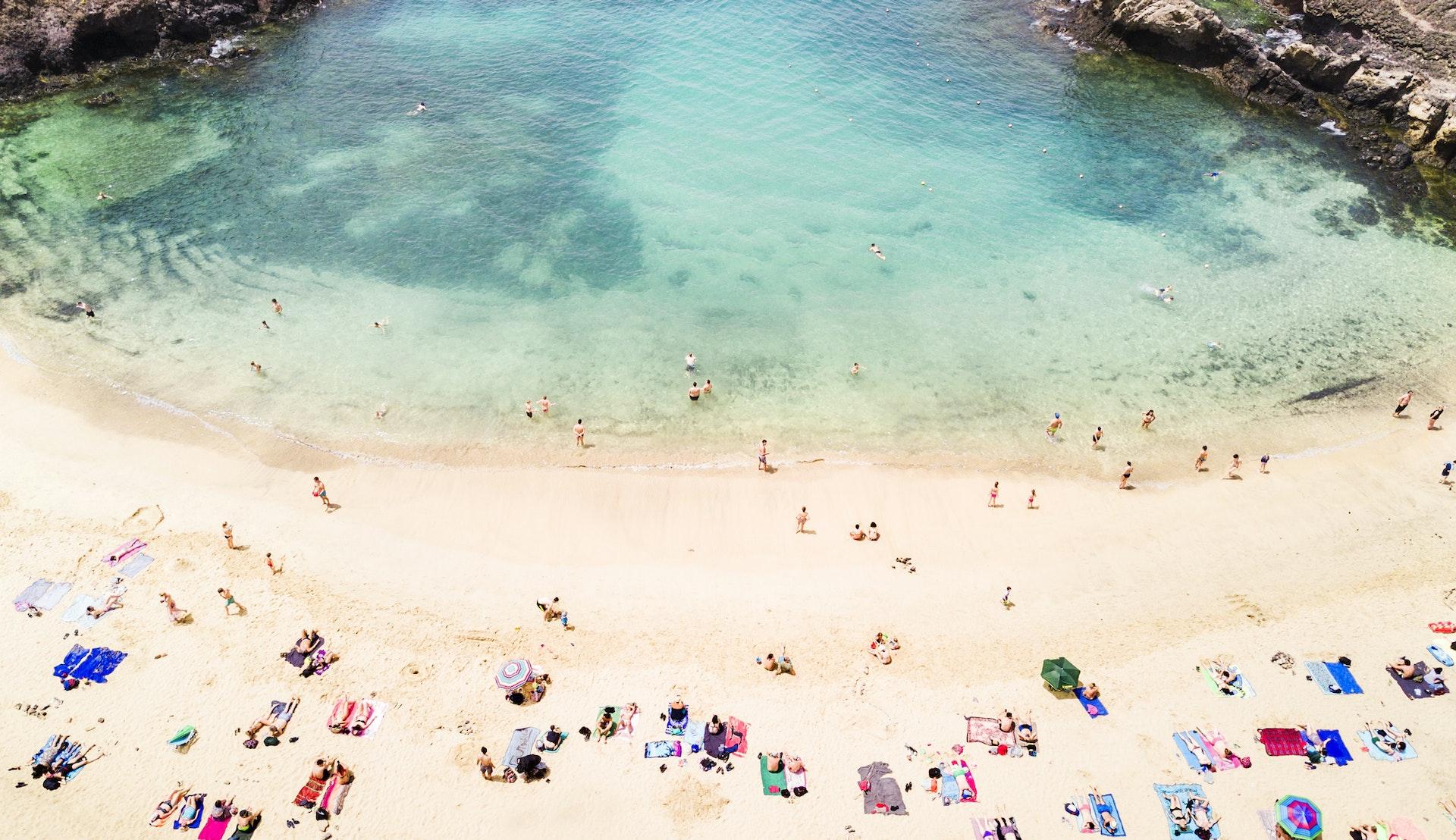 Alle elsker å ligge på stranden i Syden © Orbon Alija, Getty Images