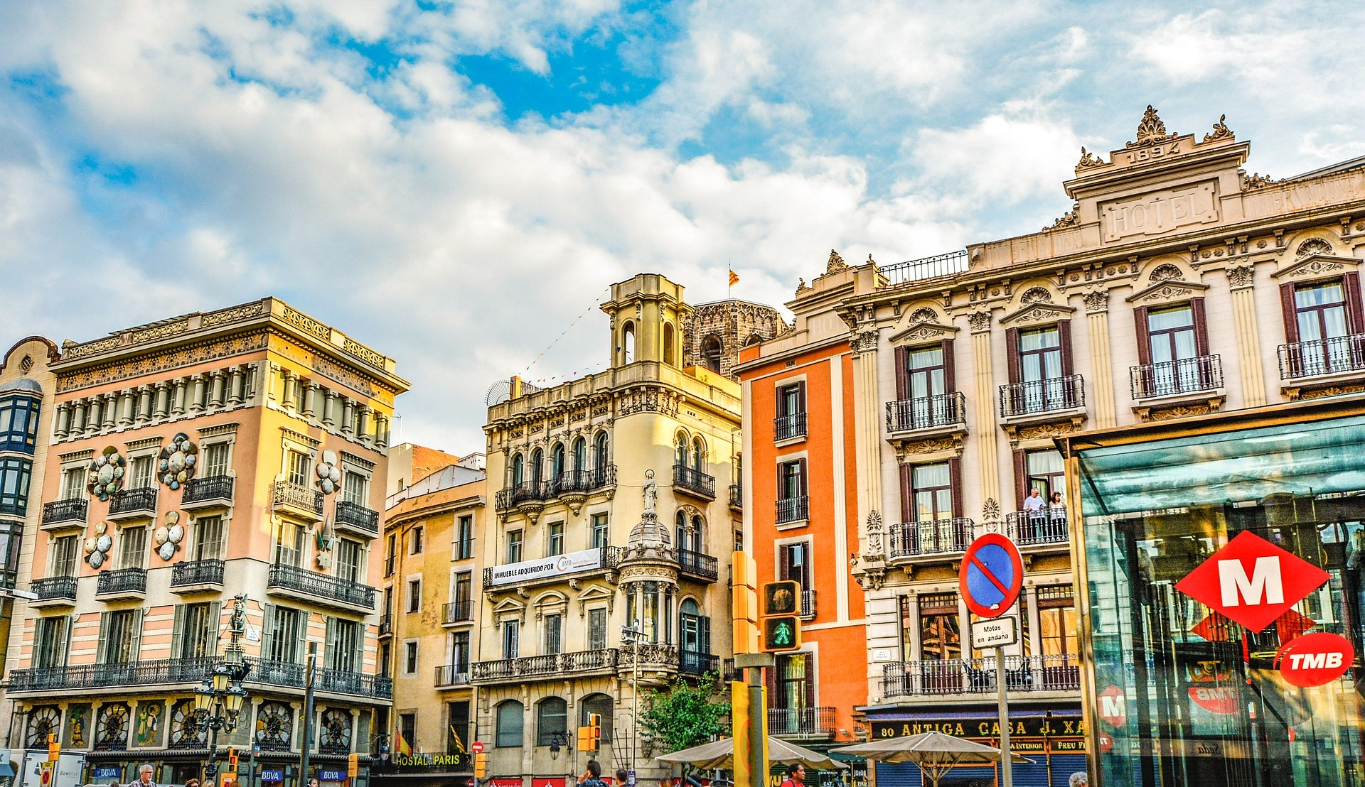 Fargerike fasader i Barcelona © Kirk Fisher, Pixabay