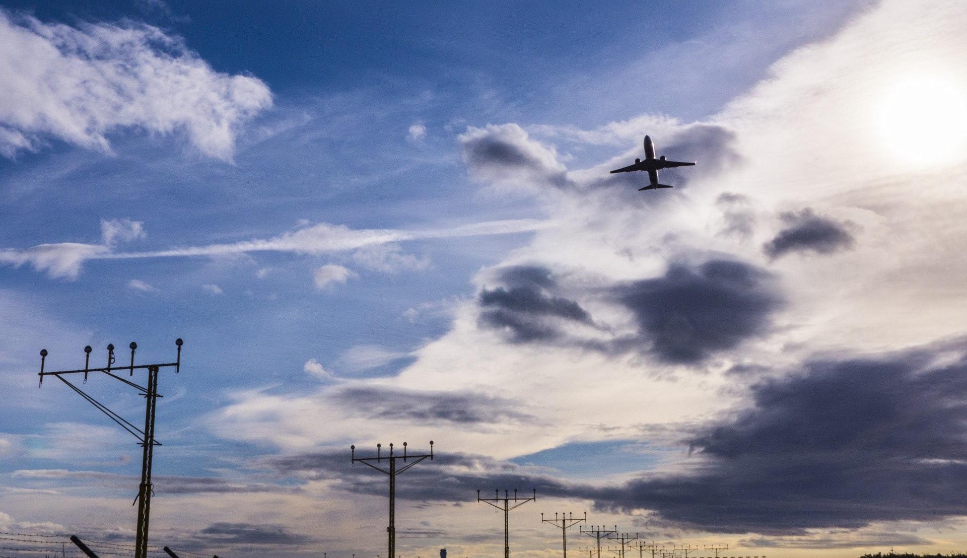 Flyavgang fra Malaga lufthavn © Manolo Franco, Pixabay