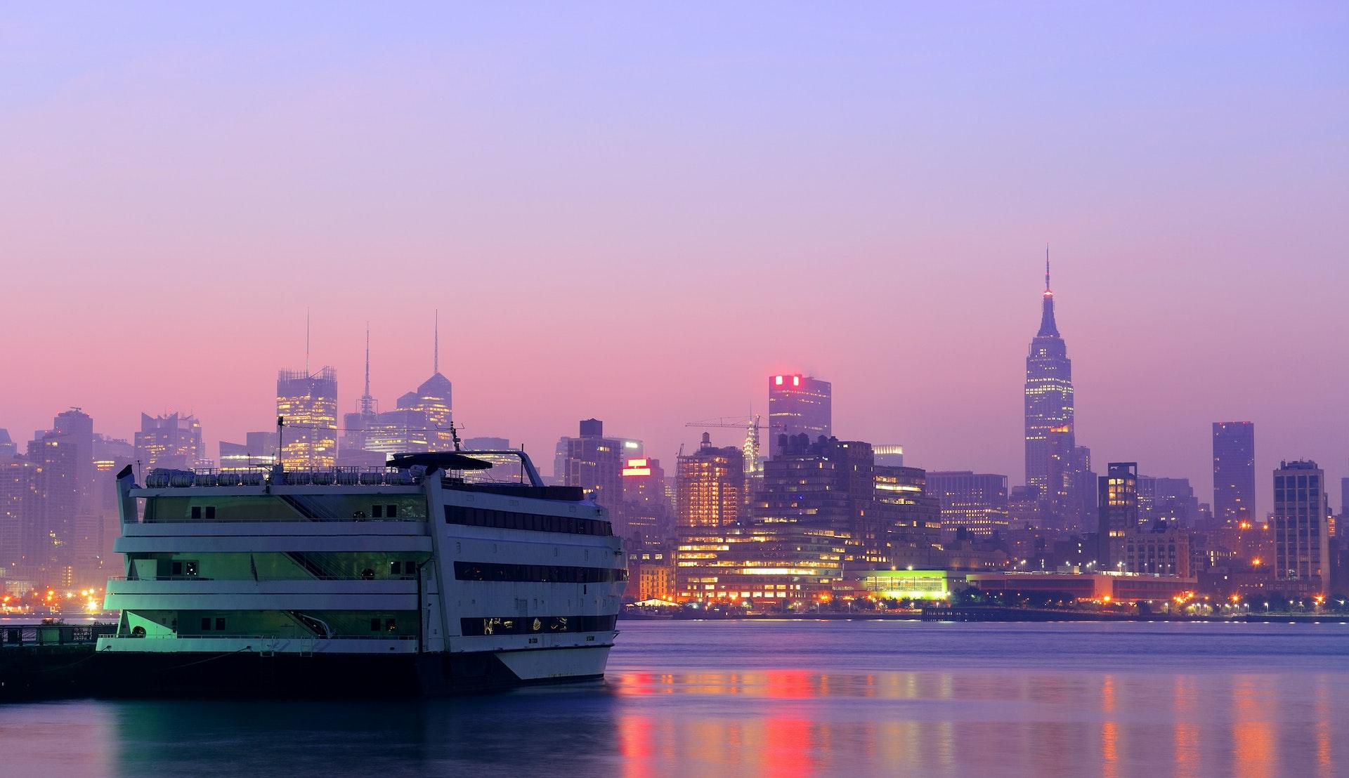 Cruise i New York © rabbit75_ist, Getty Images