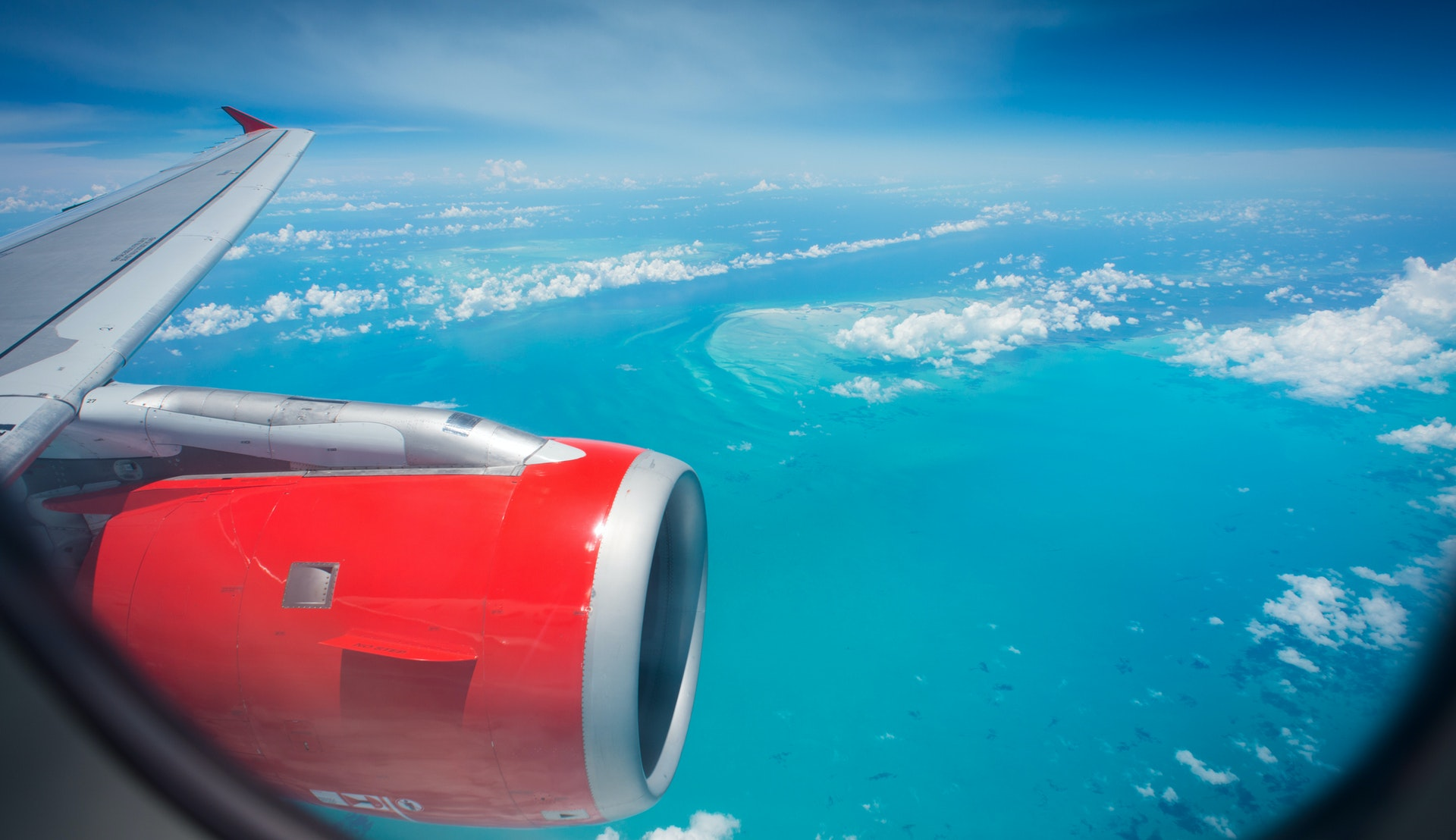 Fly over Bahamas © stockstudioX, Getty Images