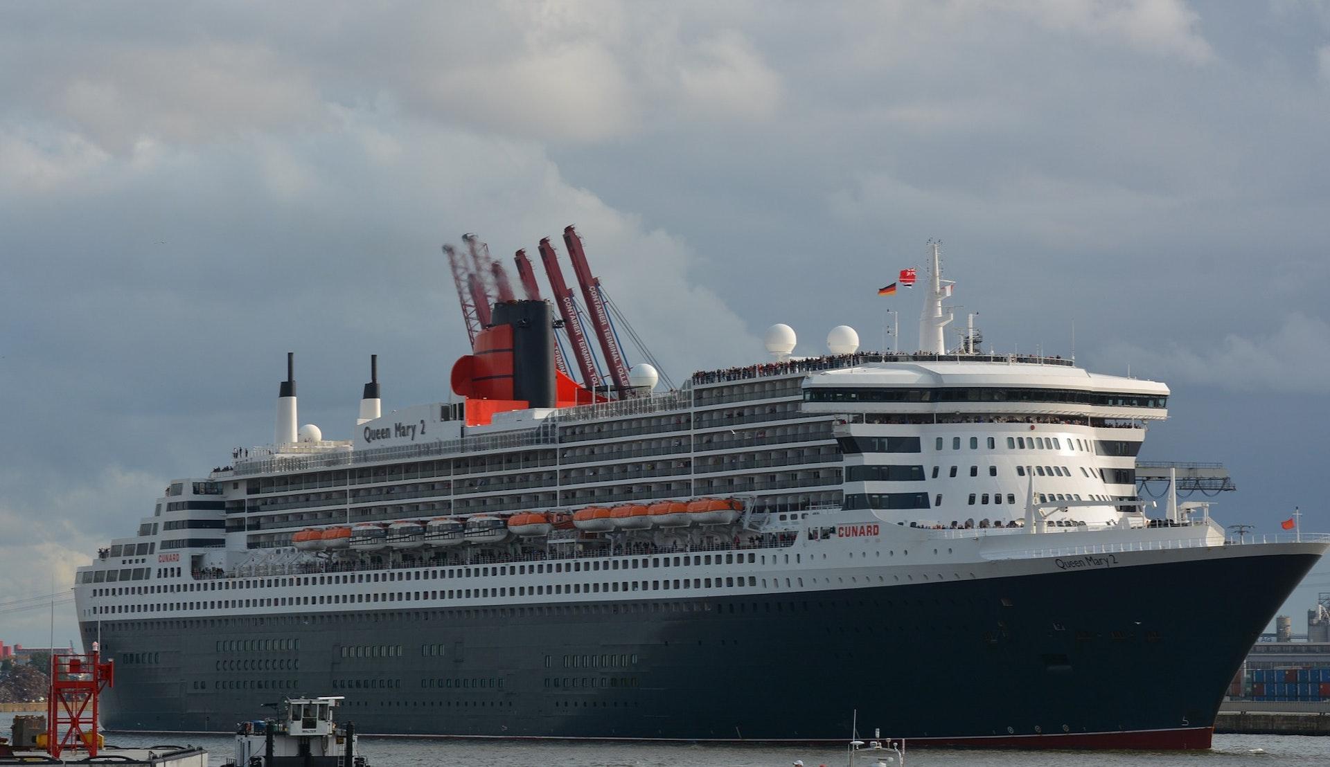 Queen Mary 2 til anker i Hamburg © fsHH, Pixabay