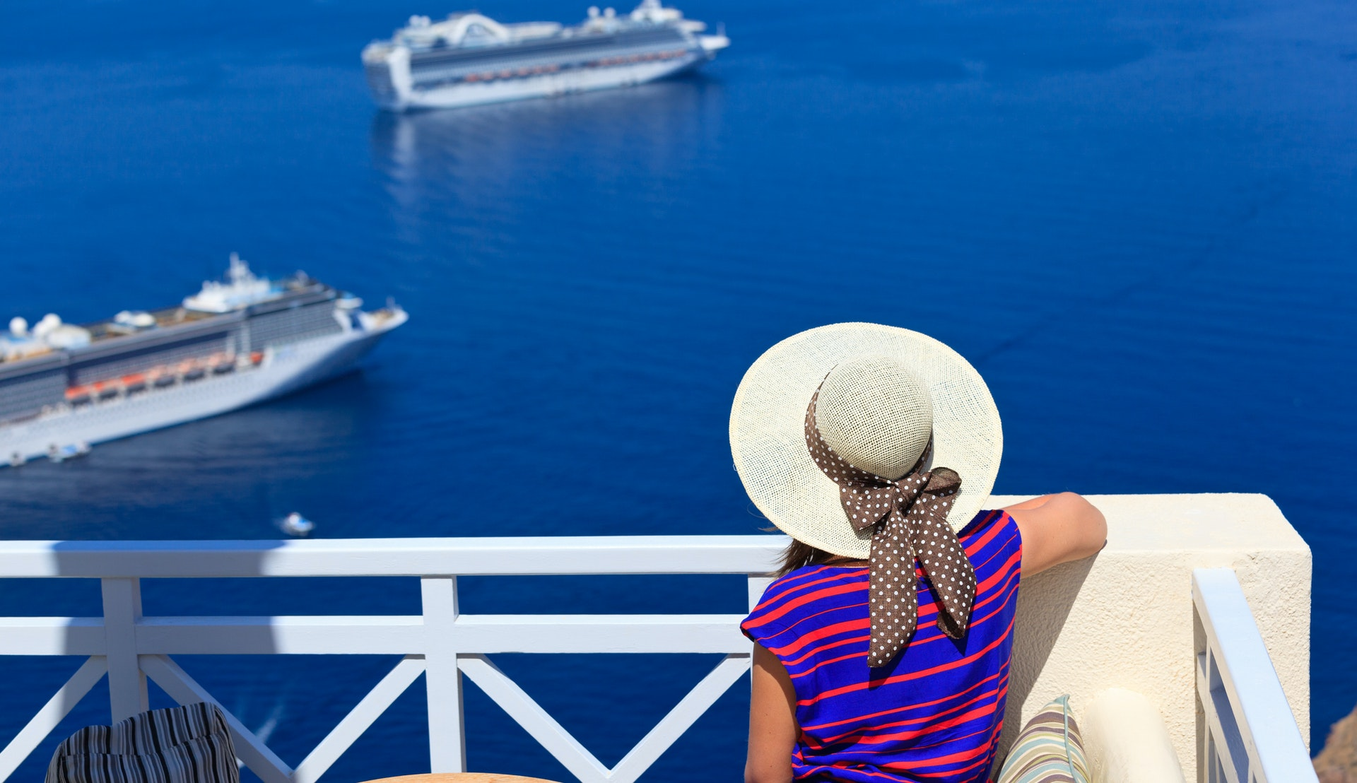 Cruiseskipes tenderbåter tar deg til land på Santorini. @Nadezhda1906, Getty Images