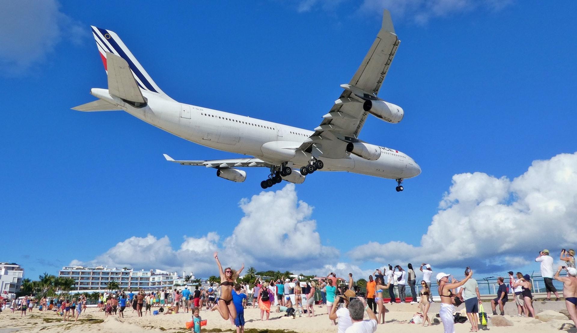 Air France A340 over Maho beach © neufal54, Pixabay