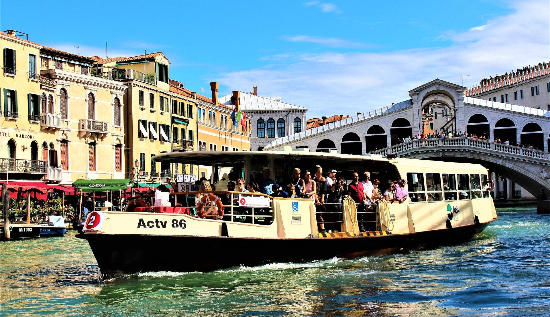 Vaporetto vannbuss i Venezia © Lena Lindell, Pixabay