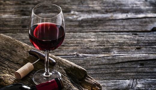 Rødvin laget av Pinot Noir © fcafotodigital, Getty Images