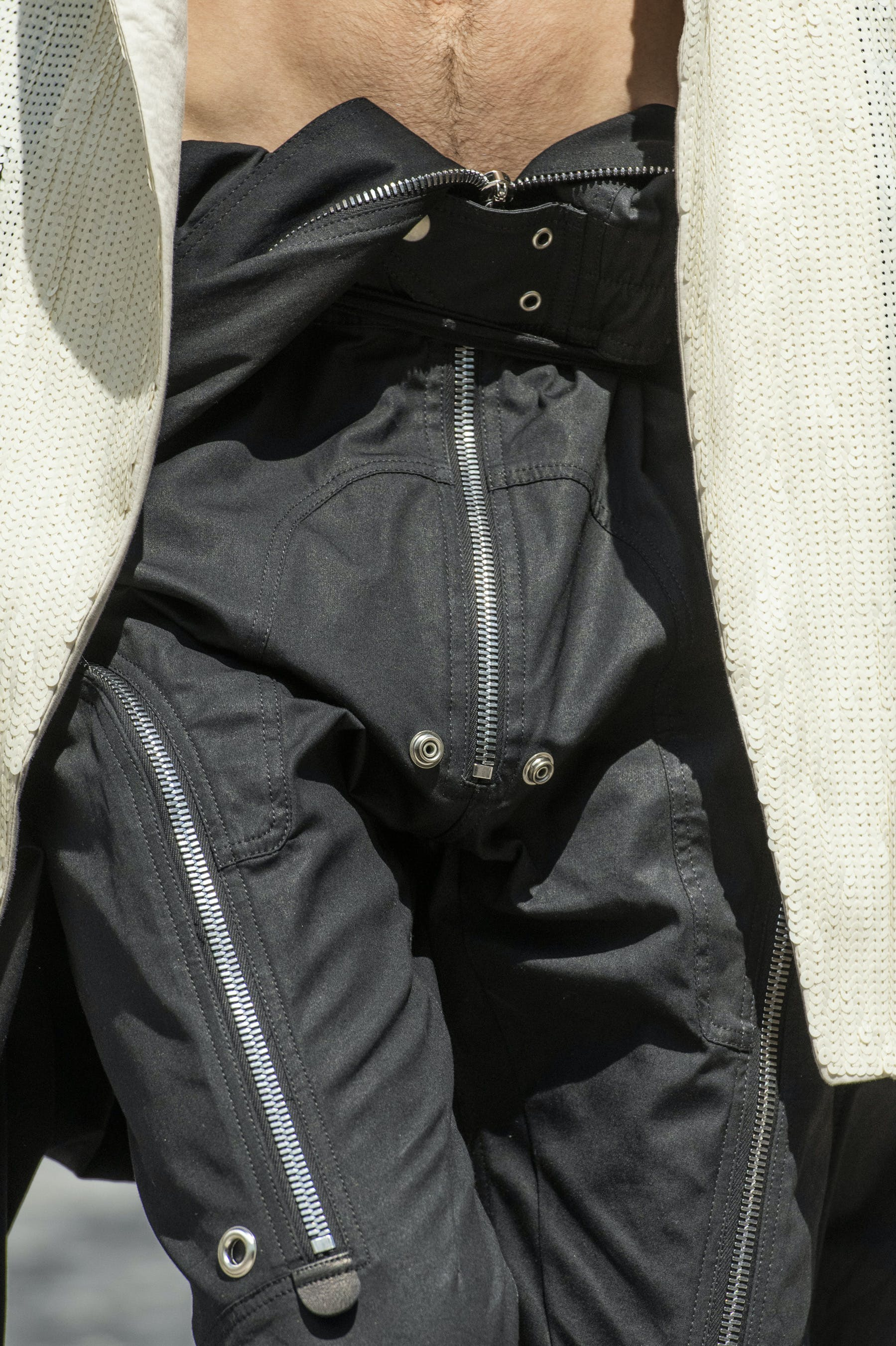 Rick Owens Runway Details Ies bodybag In Black Cotton Close Up Mens SS20 Tecautl