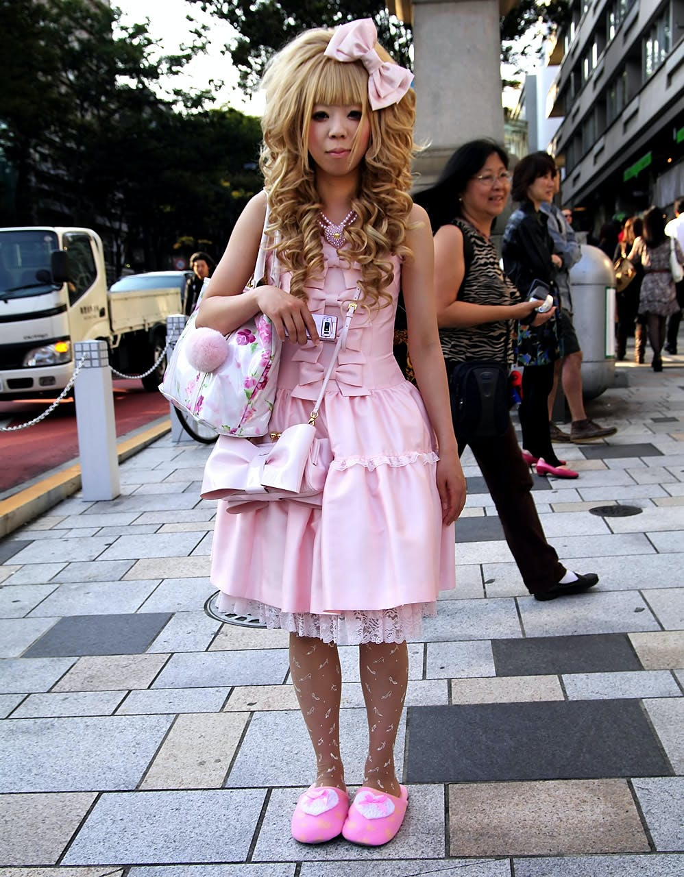 LOLITA FASHION COMMUNITUES PARTICIPANTS OPINIONS