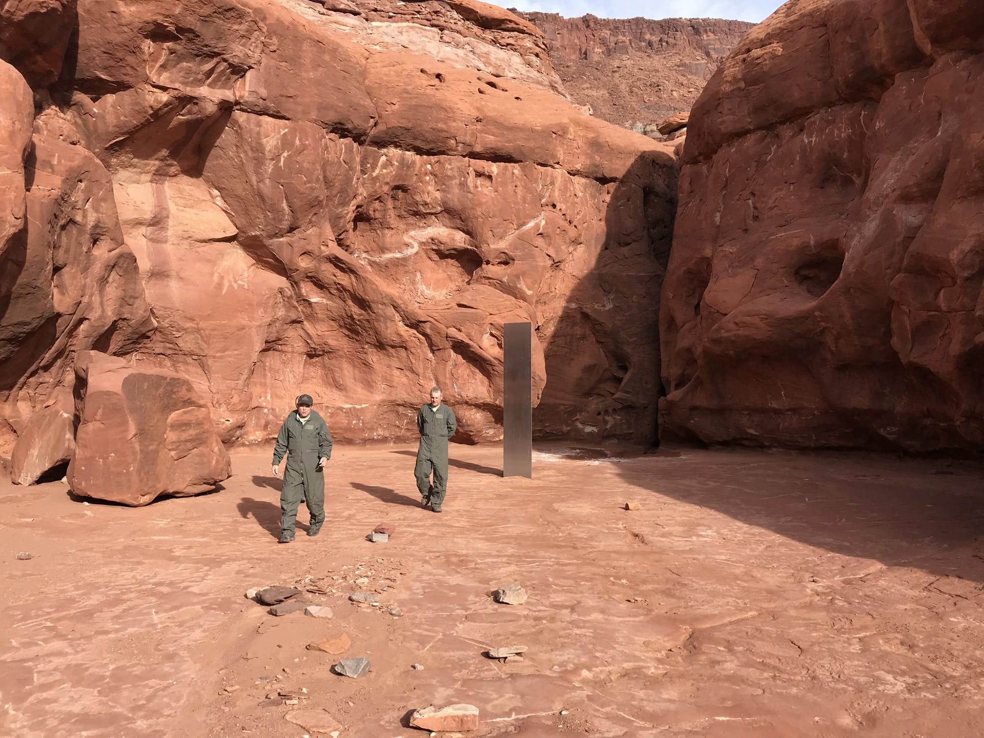 UTAH HELICOPTER CREW DISCOVERS MYSTERIOUS METAL MONOLITH DEEP IN THE DESERT