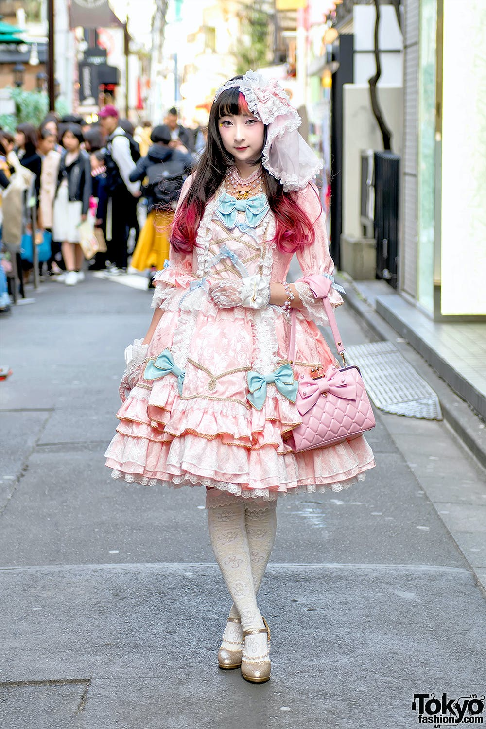 LOLITA AESTHETIC CAN BE BOTH EUROPEAN AND JAPANESE