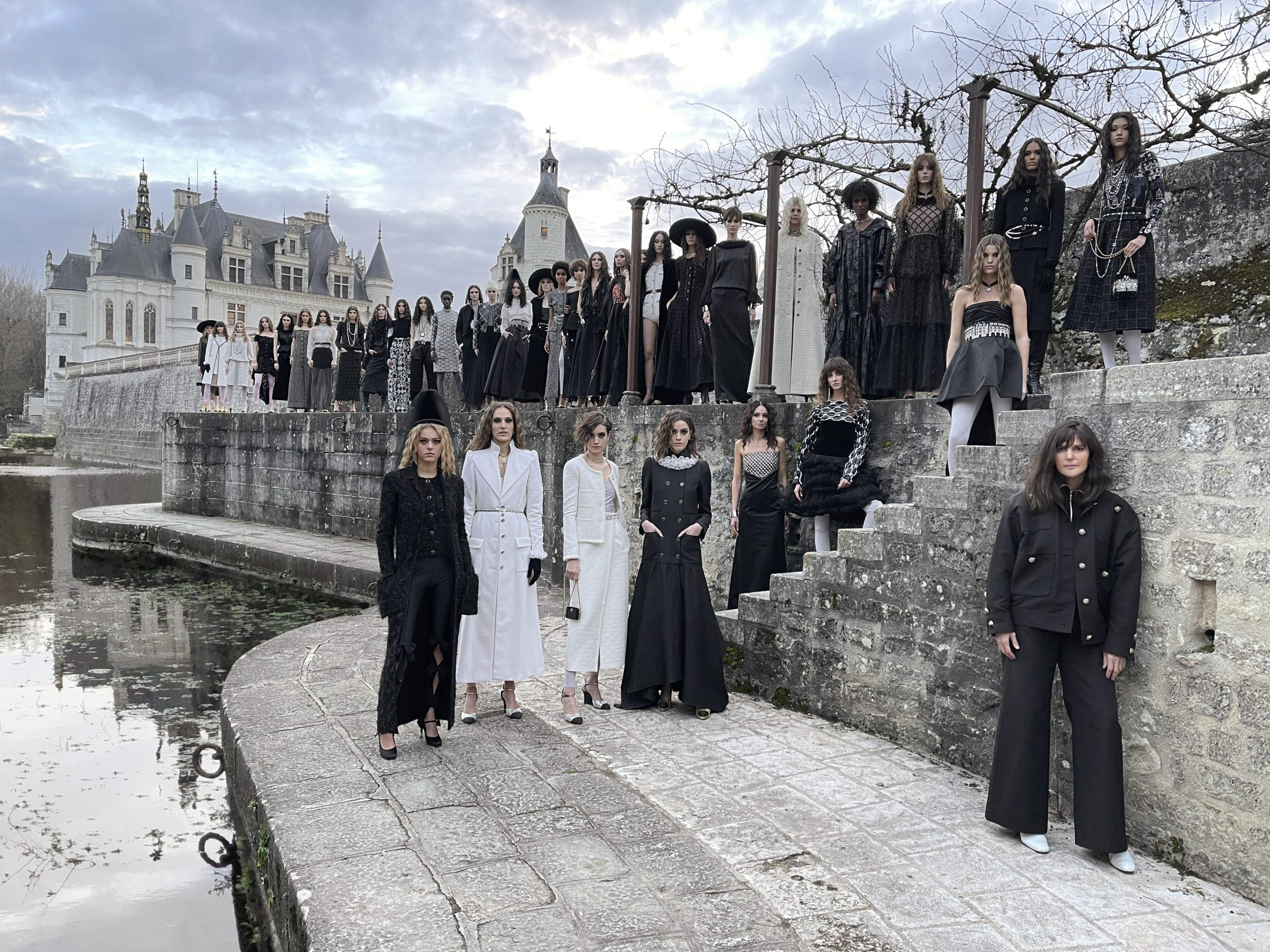 CHANEL METIERS D'ART 2020/21 FASHION SHOW