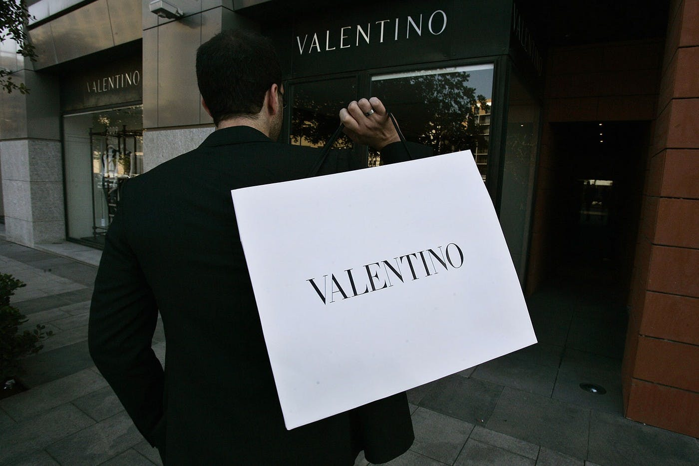 VALENTINO AND AMAZON JOIN IN A LAWSUIT OVER COUNTERFEIT