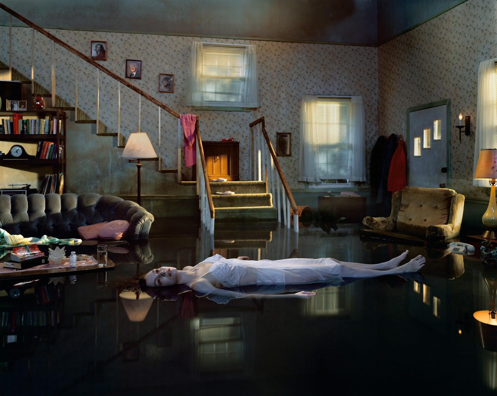 GREGORY CREWDSON: DREAMLIKE SCENES INFUSED WITH MYSTERY AND SUSPENSE